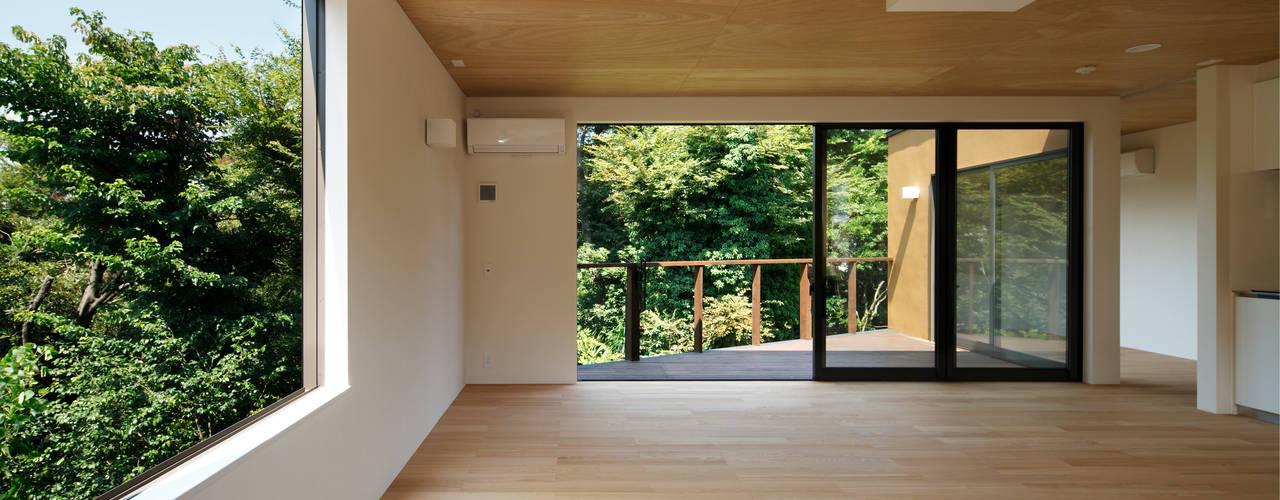 玉縄台の家: 向山建築設計事務所が手掛けたリビングです。