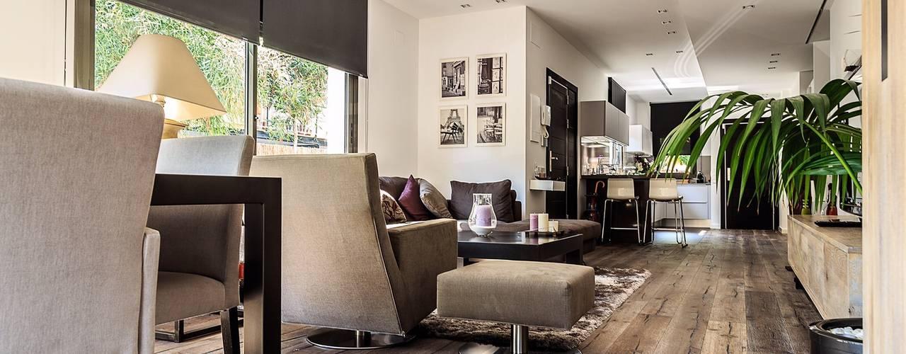 Paredes y pisos de estilo moderno de SANCÁS - Puertas y Parquets Moderno
