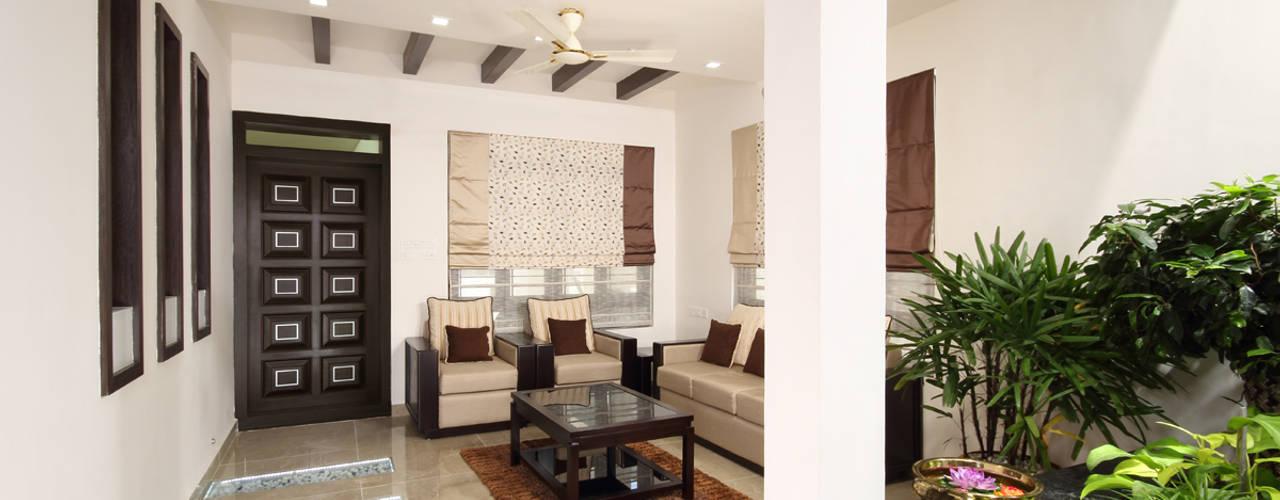 غرفة المعيشة تنفيذ Sanskriti Architects
