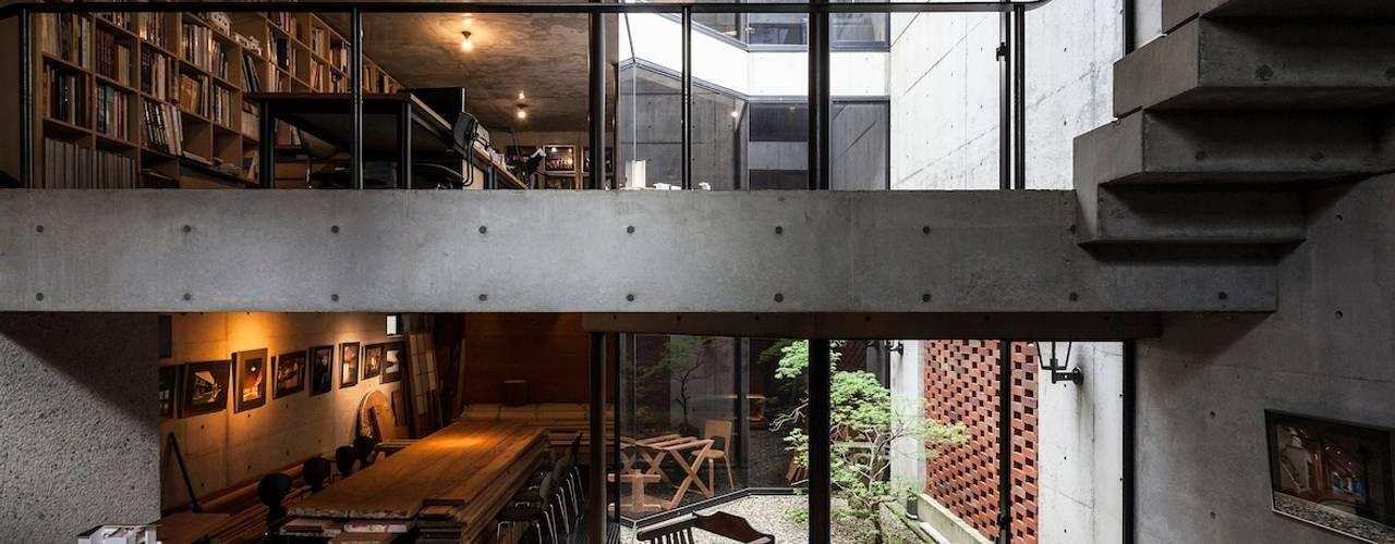 千駄ヶ谷のコンクリート打放し 松井建築研究所 モダンな 壁&床