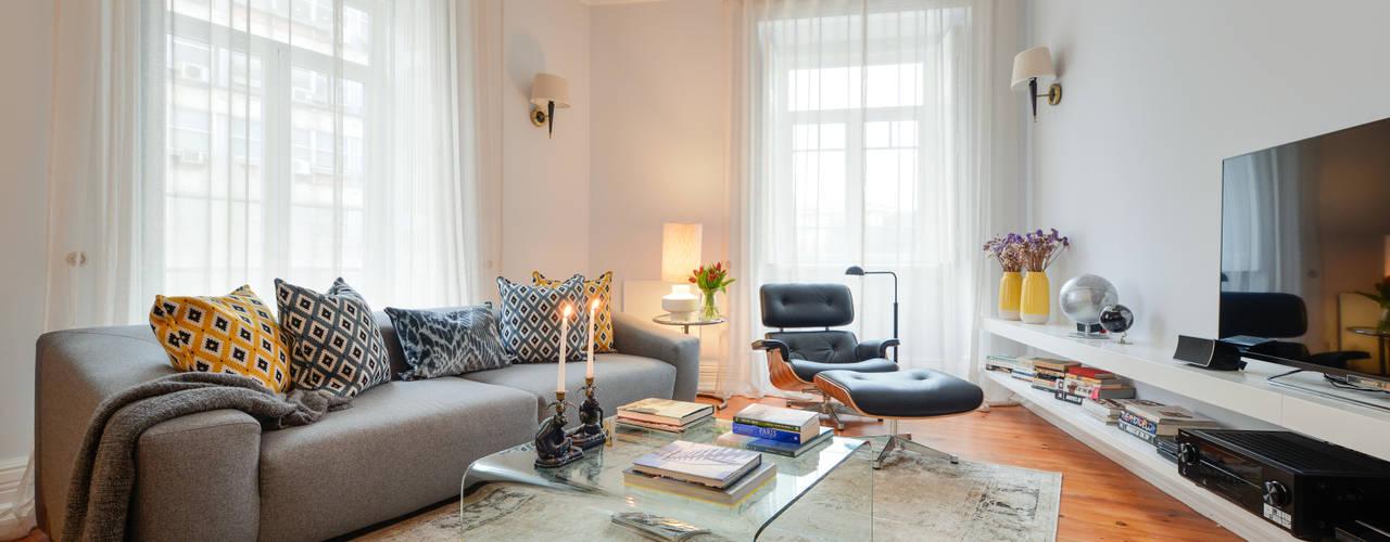 LAVRADIO DESIGN Ruang Keluarga Modern