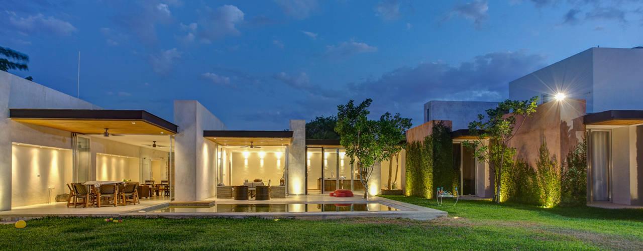 Por ahí...: Casas de estilo  por r79, Moderno