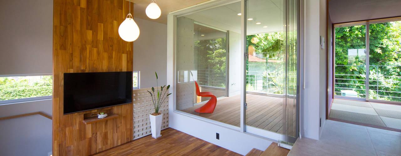 絆の家 プラソ建築設計事務所 モダンデザインの リビング