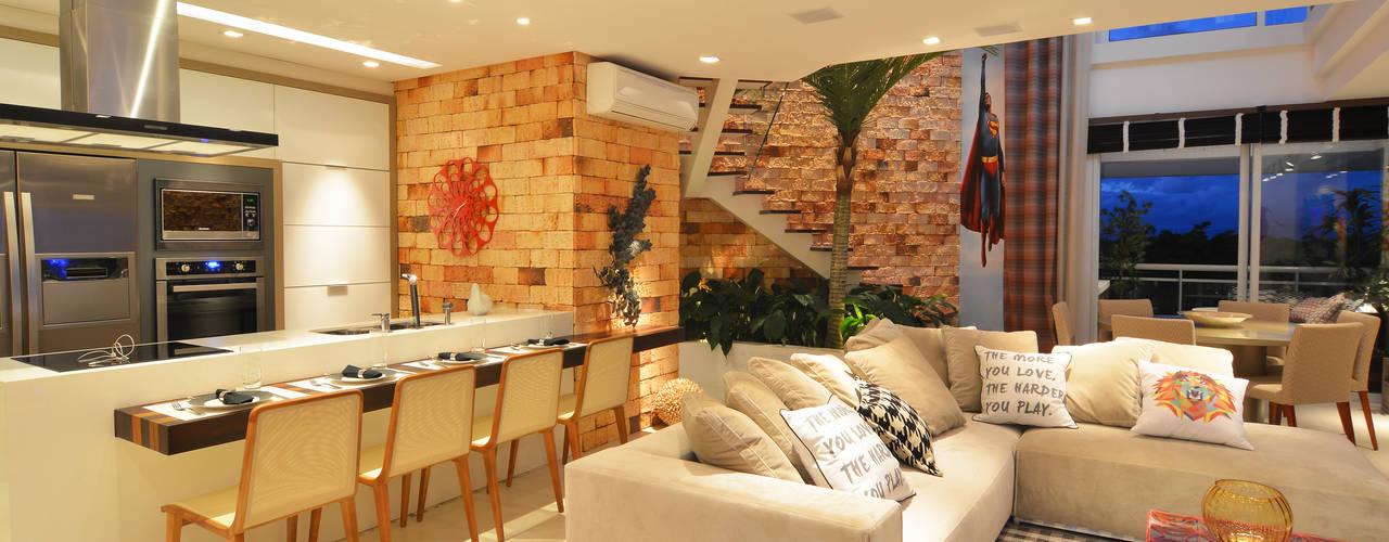 Ruang Keluarga oleh ANNA MAYA ARQUITETURA E ARTE, Rustic