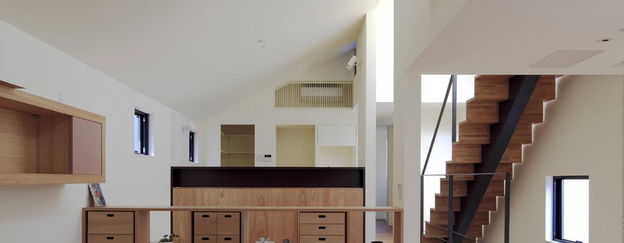 桜坂の家: U建築設計室が手掛けたリビングです。,モダン