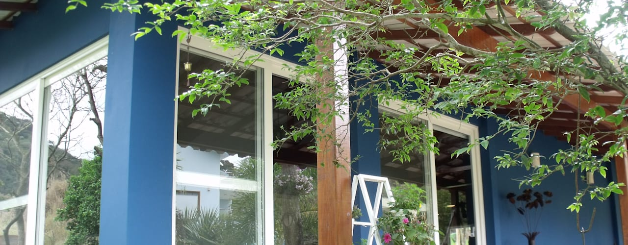 Rustic style house by Cristiane Locatelli Arquitetos & Associados Rustic