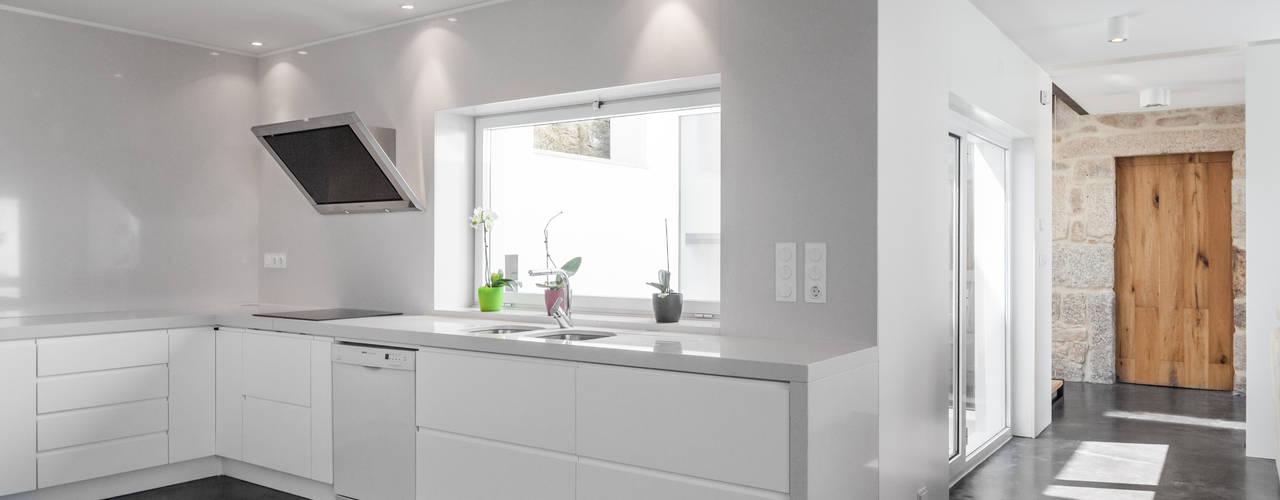 Minimalist kitchen by FPA - filipe pina arquitectura Minimalist