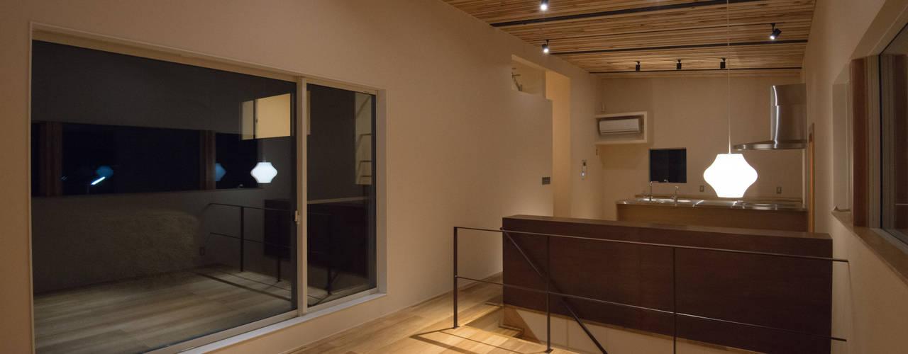 三御堂の家 モダンデザインの リビング の 市川設計スタジオ モダン