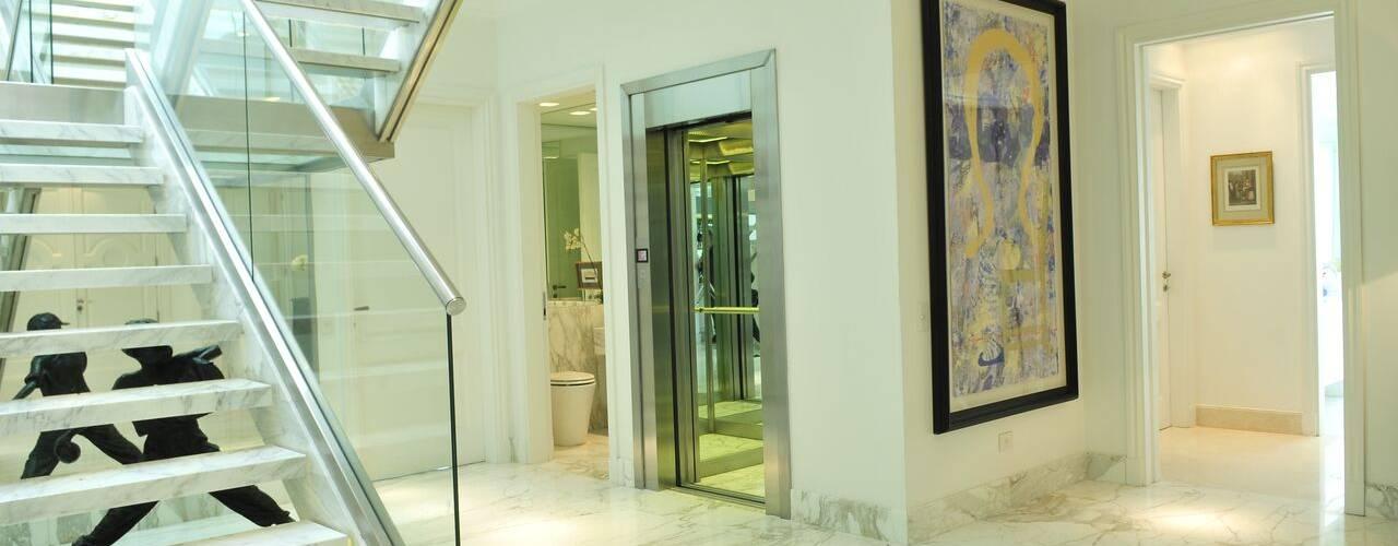 JUNOR ARQUITECTOS Modern corridor, hallway & stairs