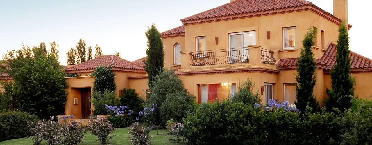 Projekty, klasyczne Domy zaprojektowane przez JUNOR ARQUITECTOS