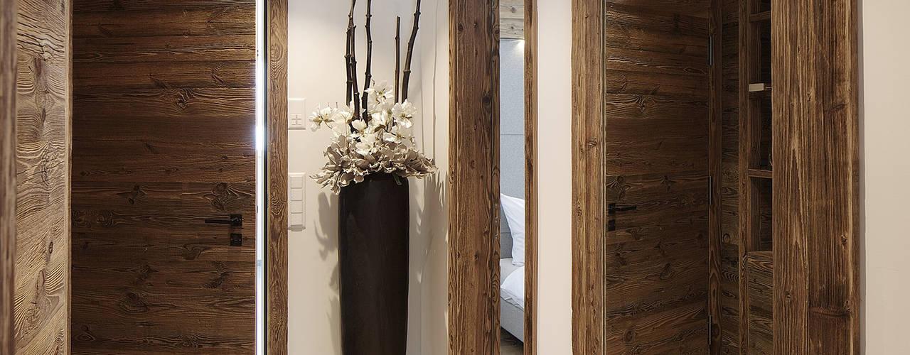 Corridor & hallway by Go Interiors GmbH