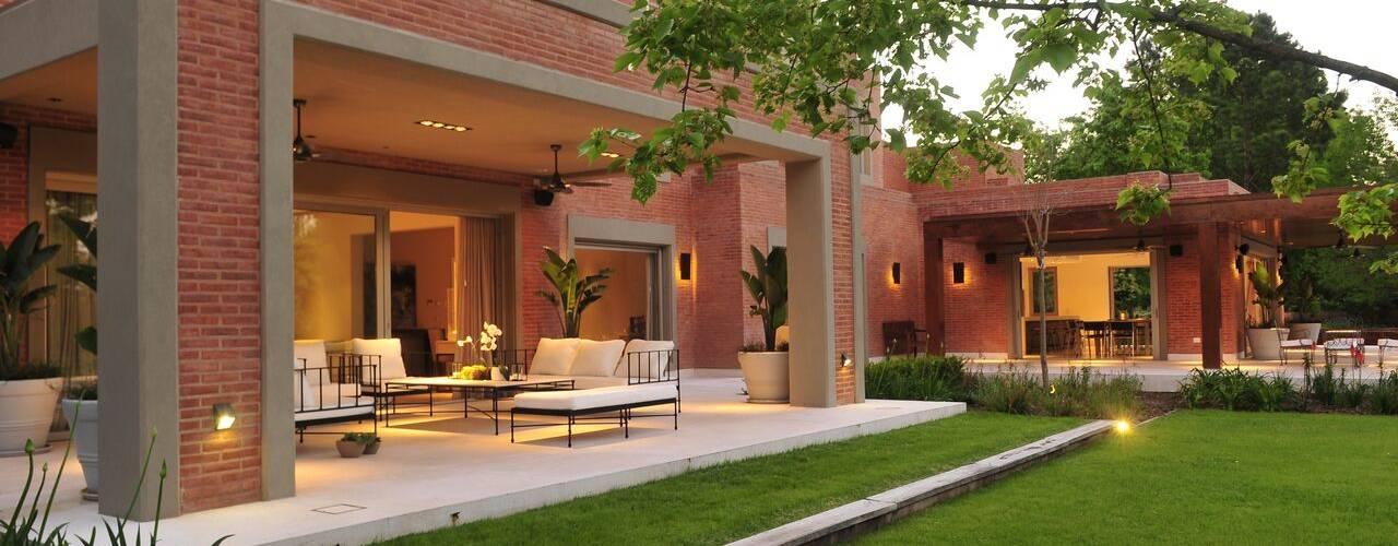 Jardines de estilo  por JUNOR ARQUITECTOS