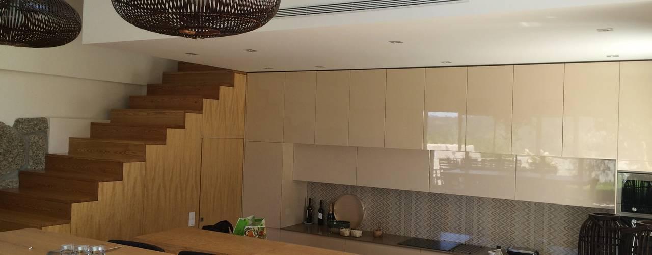 ห้องครัว by Bárbara abreu Arquitetos