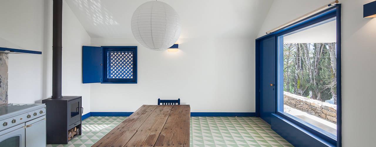 Caseiros House Hành lang, sảnh & cầu thang phong cách đồng quê bởi SAMF Arquitectos Đồng quê