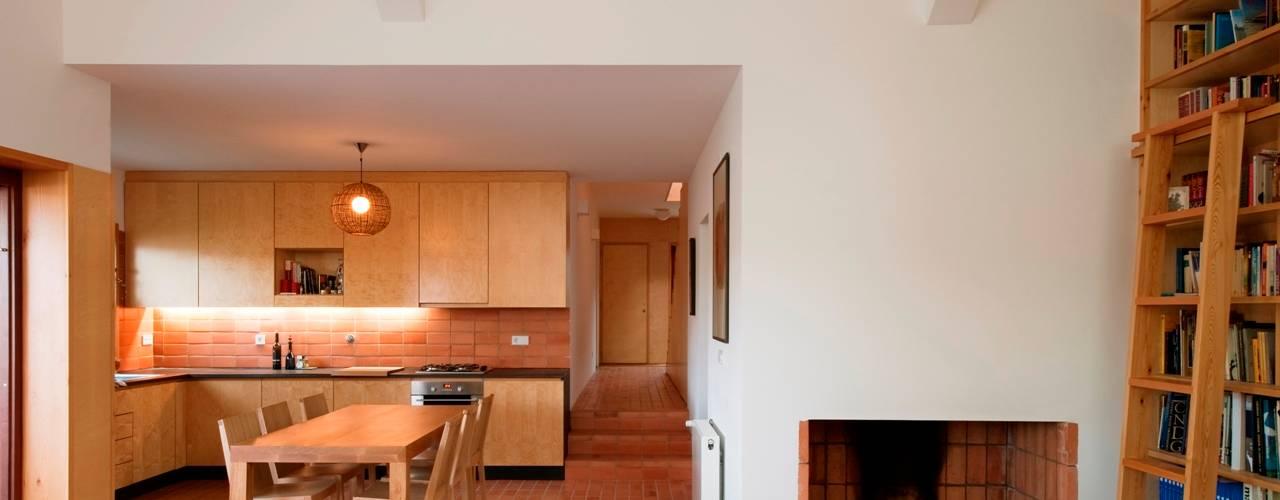 Casa Conde: Cozinhas  por SAMF Arquitectos,Moderno