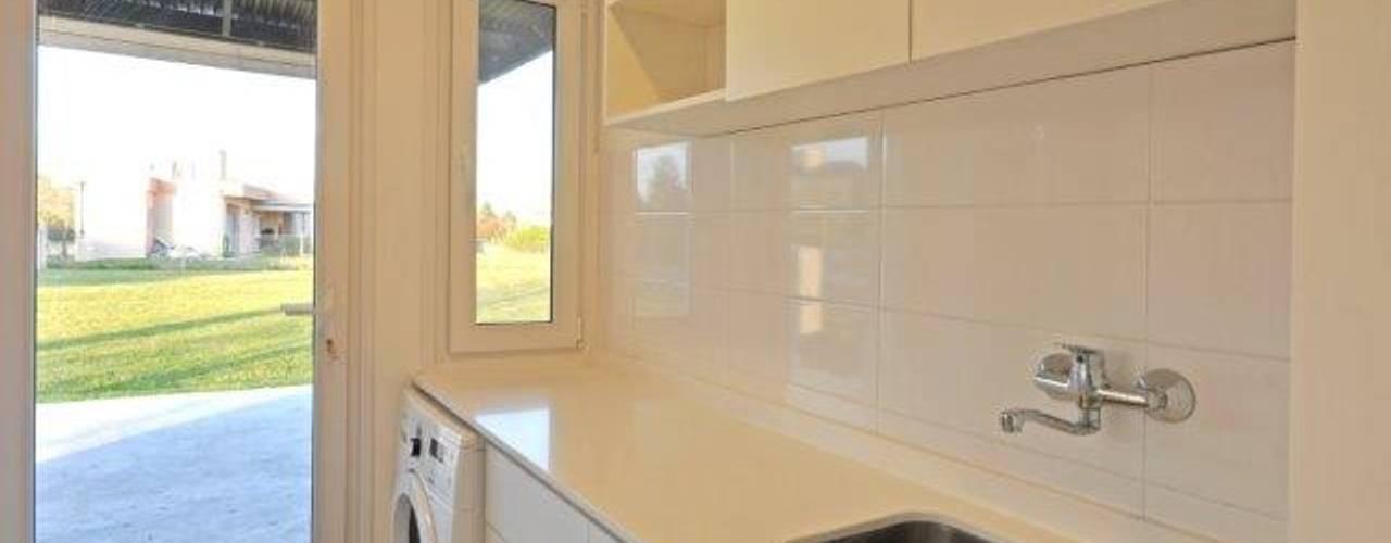 lavadero: Cocinas de estilo  por Parrado Arquitectura
