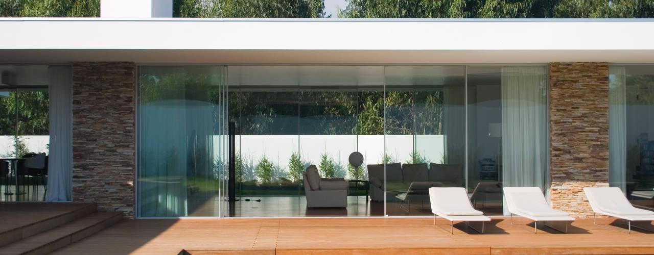 Casa na Quinta da Beloura: Piscinas  por A.As, Arquitectos Associados, Lda,