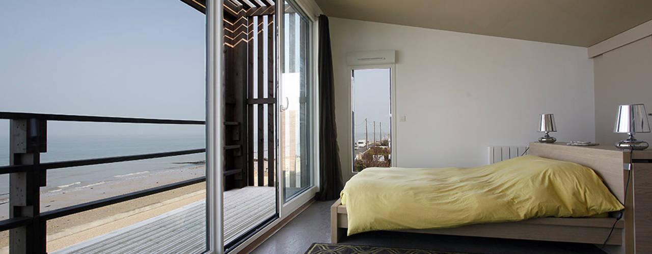 Maison de Vacances Ver/Mer : Chambre de style de style Moderne par Natacha Goudchaux Architecte d'interieur