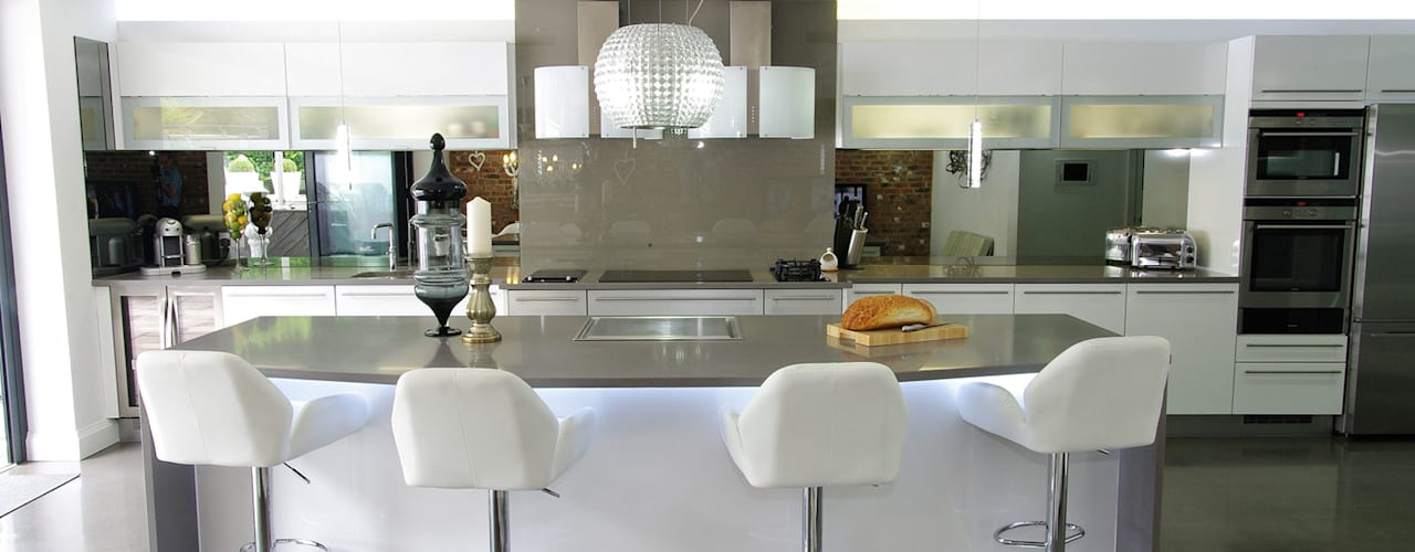 Luxurious White Kitchens by PTC من PTC Kitchens حداثي