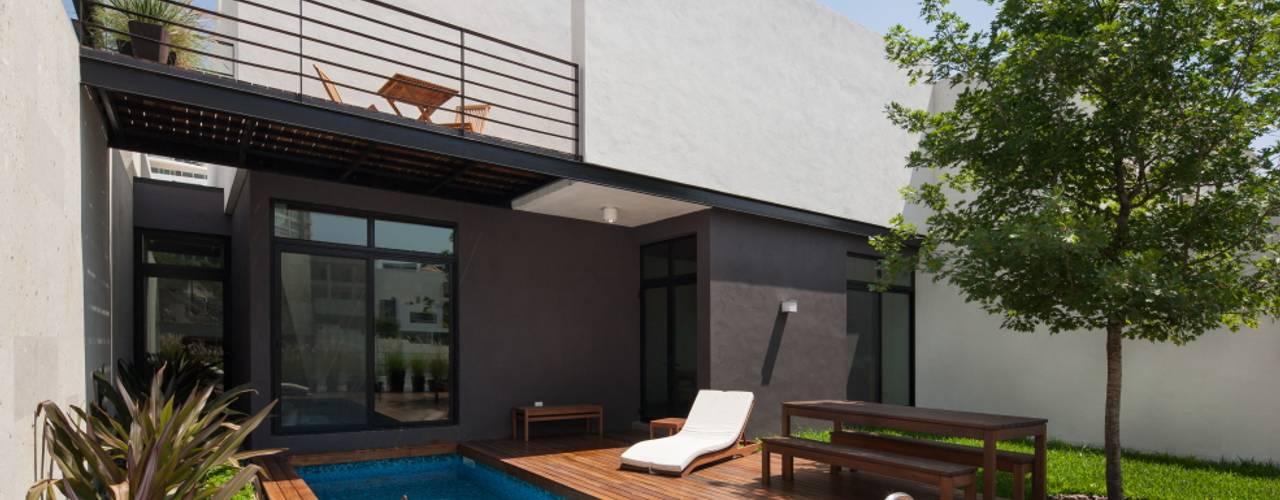 Hiên, sân thượng phong cách hiện đại bởi LGZ Taller de arquitectura Hiện đại