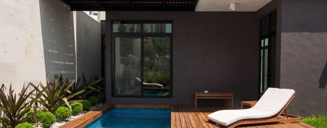 Modern pool by LGZ Taller de arquitectura Modern