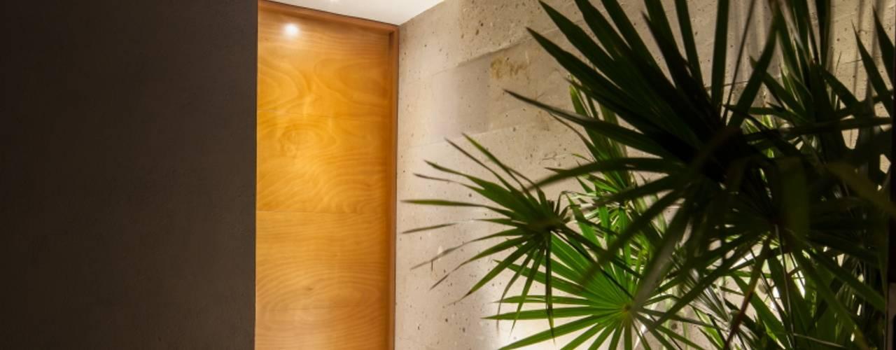 Ventanas de estilo  por LGZ Taller de arquitectura