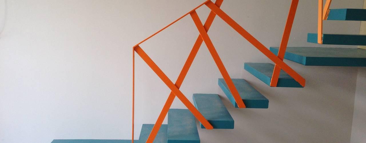 Pasillos, vestíbulos y escaleras de estilo moderno de espunydesign Moderno