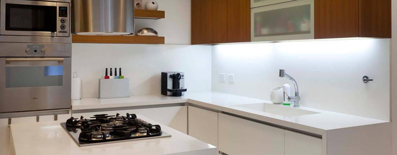 Cocinas de estilo moderno de GrupoKWZ Moderno