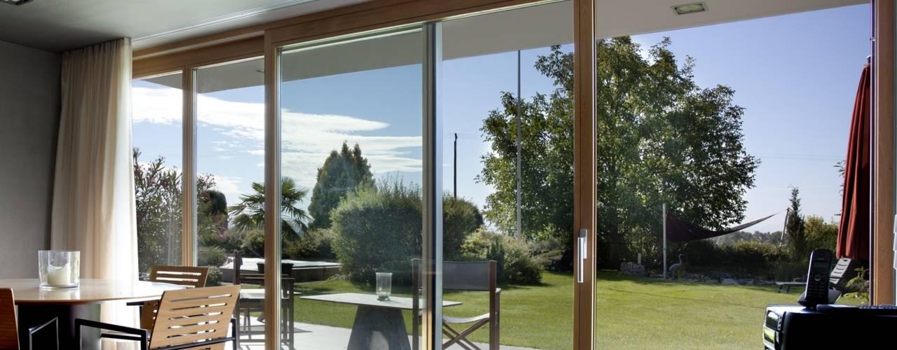 Hebe-Schiebe-Türen in der Kombination Aluminium-Holz:   von Kneer GmbH, Fenster und Türen