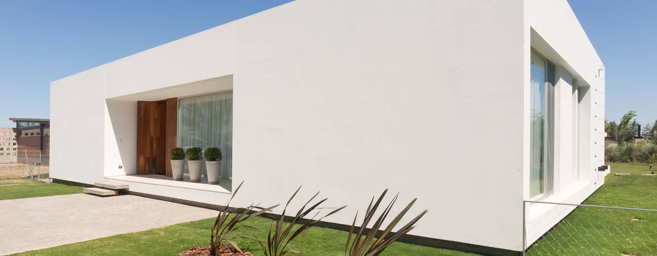 Casas  por VISMARACORSI ARQUITECTOS, Moderno