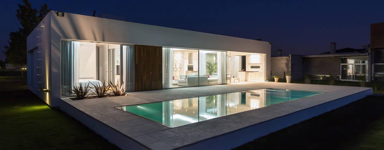 Casas prefabricadas de estilo  por VISMARACORSI ARQUITECTOS