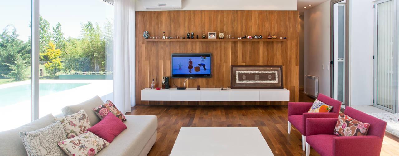 3 minimalistische bungalows mit viel komfort zum staunen. Black Bedroom Furniture Sets. Home Design Ideas