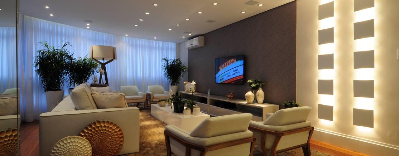 Salones de estilo clásico de Guido Iluminação e Design Clásico