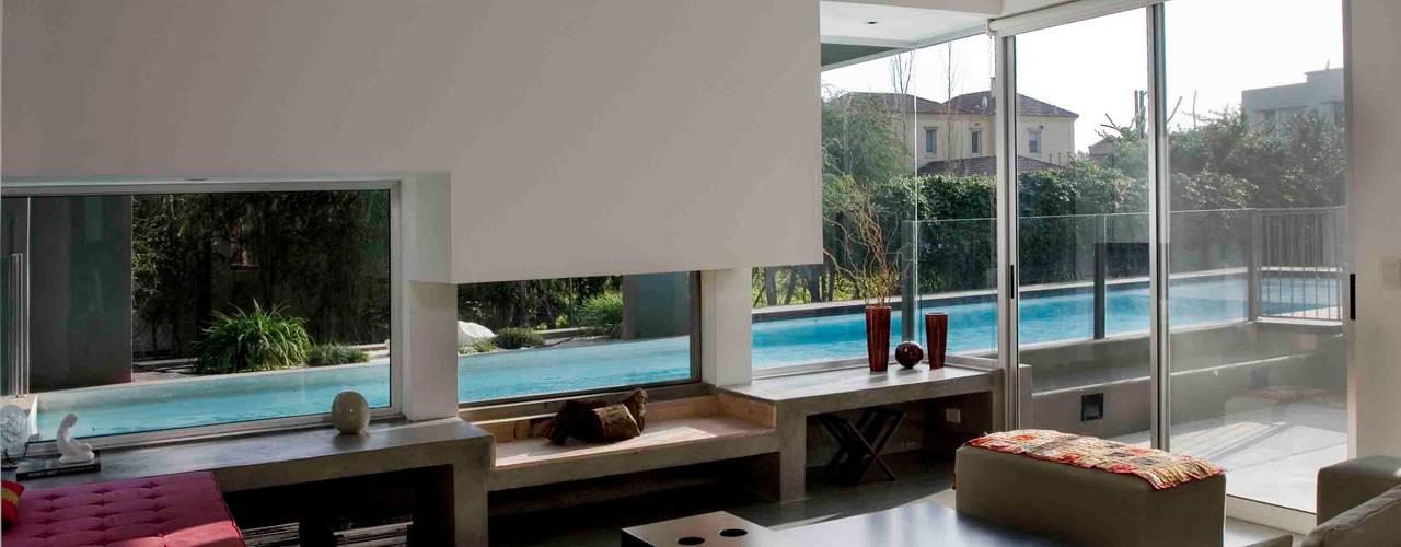 Salas de estilo  por Remy Arquitectos