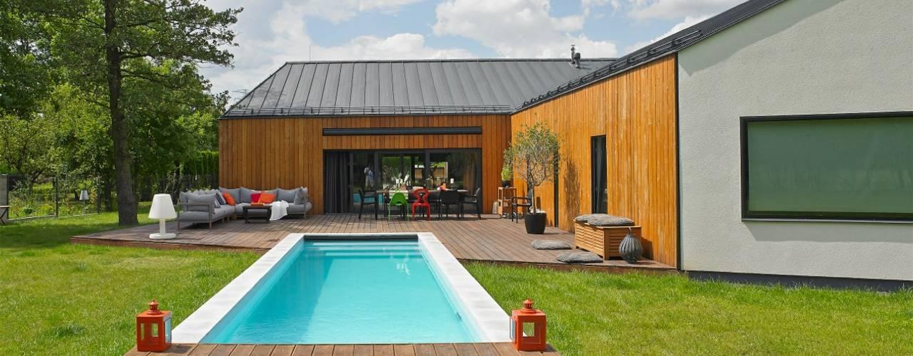 モダンスタイルの プール の stando interior design モダン