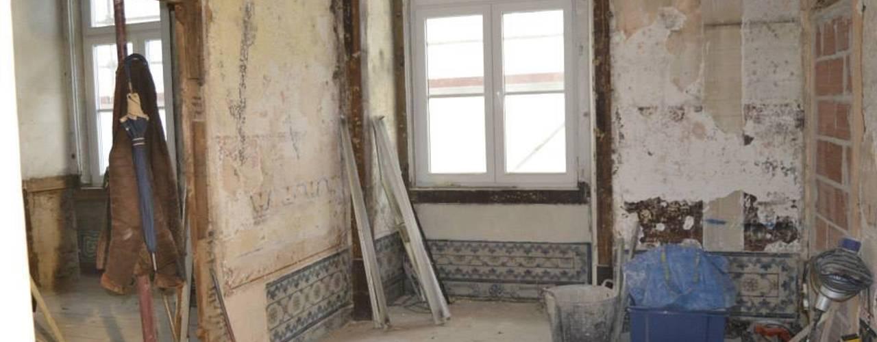 Rustykalny salon od Obrasdecor Rustykalny