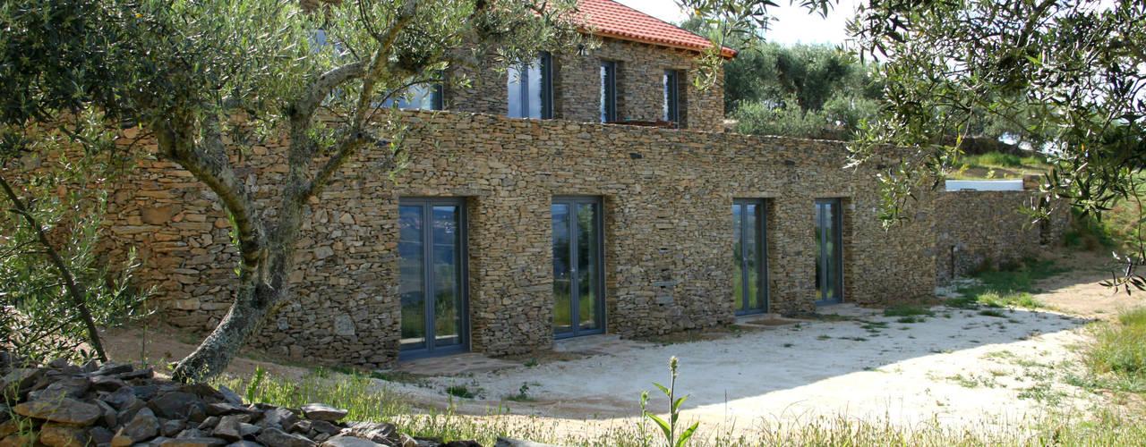 Rustic style house by Germano de Castro Pinheiro, Lda Rustic