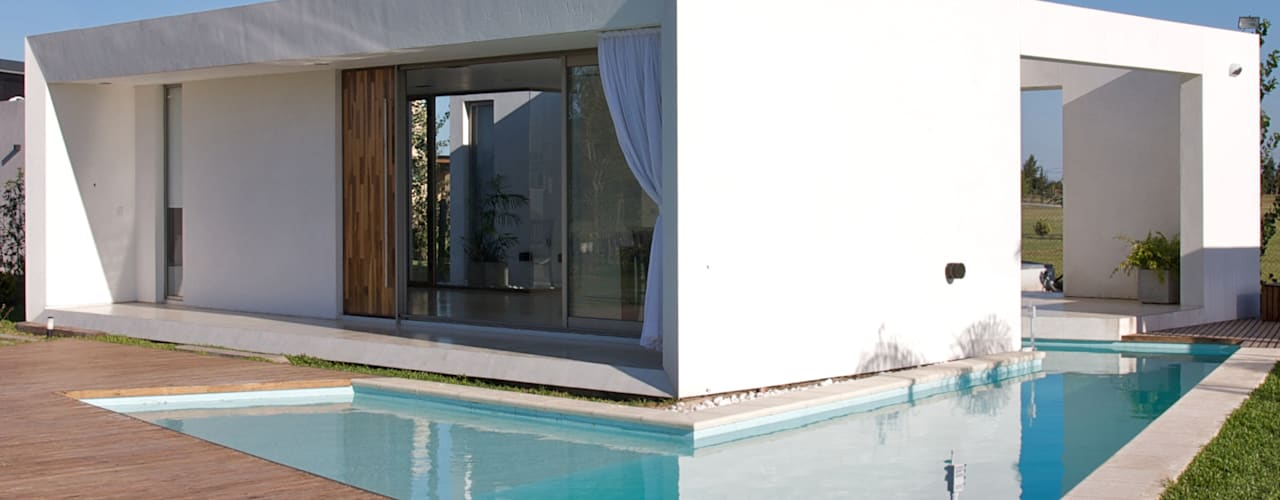 Modern home by VISMARACORSI ARQUITECTOS Modern