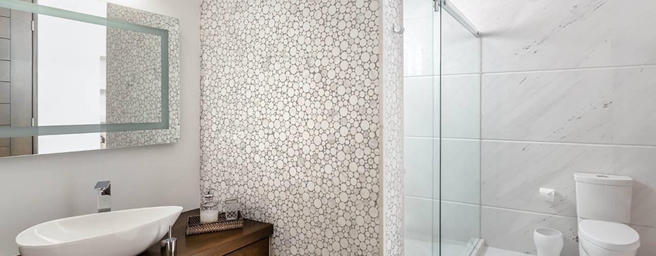 Imativa Arquitectos Modern bathroom Wood White