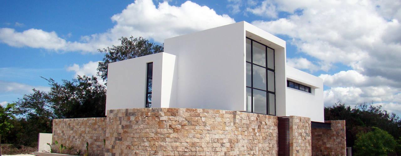gaviones decorativos de piedra paredes medida gavionesinterior CASA PATIO : Casas de estilo por STUDIO 360
