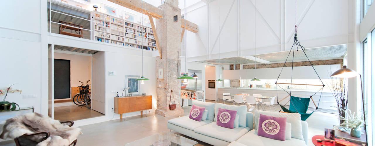 Moderne woonkamers van lluiscorbellajordi Modern