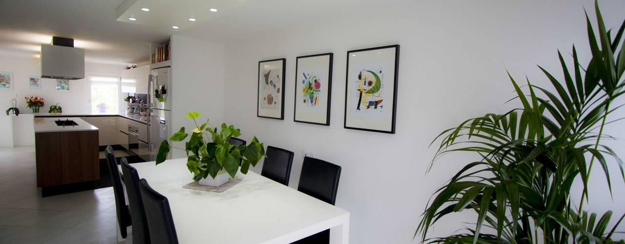 Riqualificazione e arredo casa privata Sala da pranzo moderna di Studio HAUS Moderno