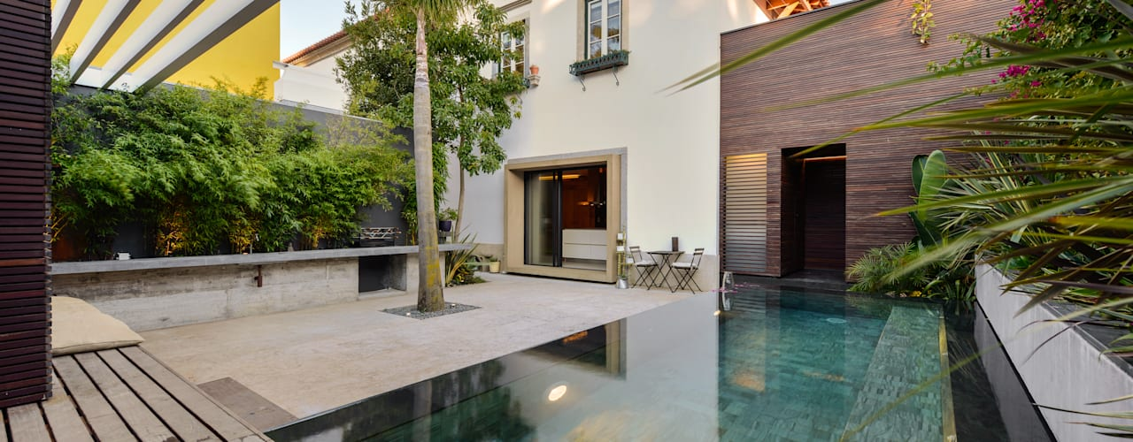 Piscinas de estilo moderno de Ricardo Moreno Arquitectos Moderno