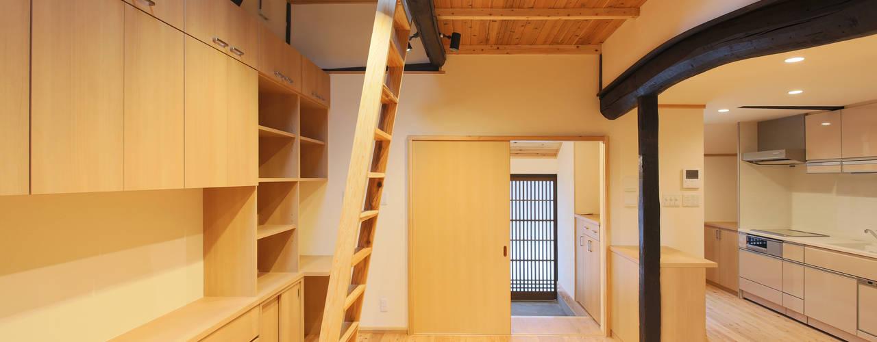 一級建築士事務所ささりな計画工房 Modern Living Room Solid Wood Wood effect