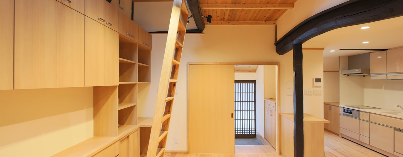 Livings de estilo moderno de 一級建築士事務所ささりな計画工房 Moderno