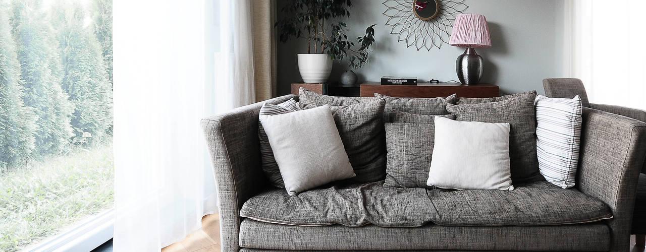 现代客厅設計點子、靈感 & 圖片 根據 IDEALS . Marta Jaślan Interiors 現代風