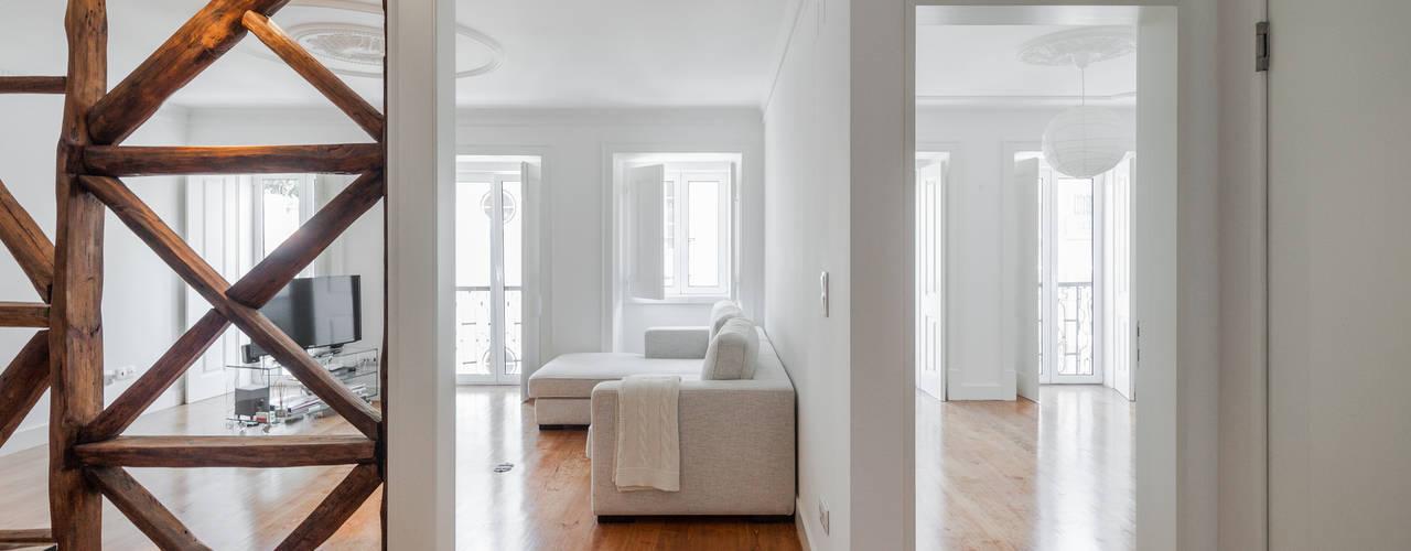 Minimalist living room by Vanessa Santos Silva | Arquiteta Minimalist
