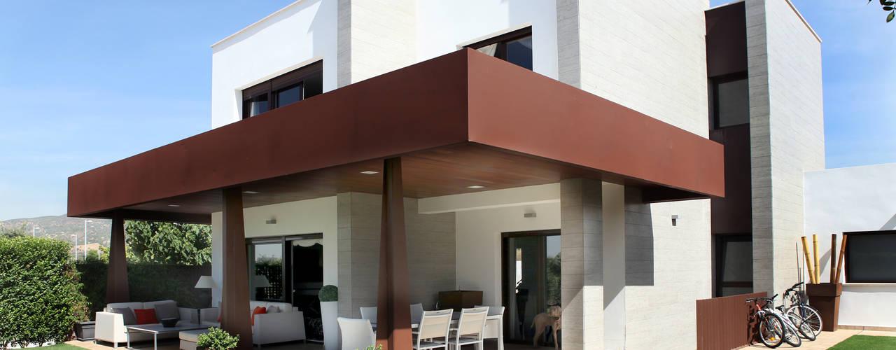 La Laguna: Casas de estilo  de CASTELLO ARQUITECTURA