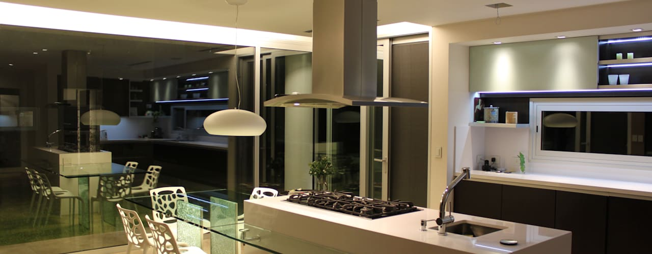 Modern style kitchen by cm espacio & arquitectura srl Modern