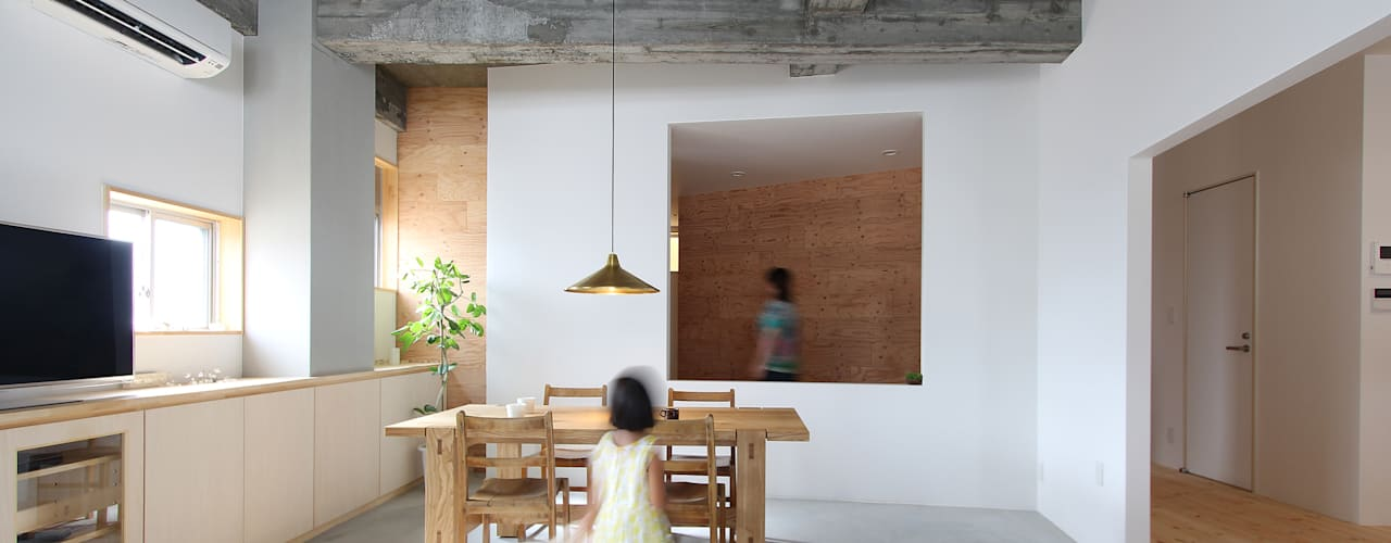 Ruang Keluarga by 今津修平/株式会社MuFF